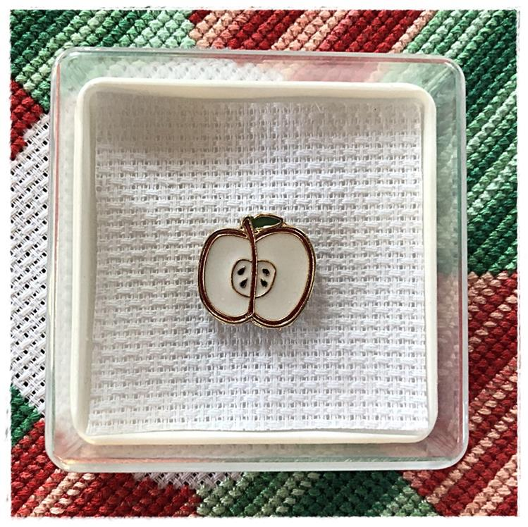Magnetic Needle Minder Apple