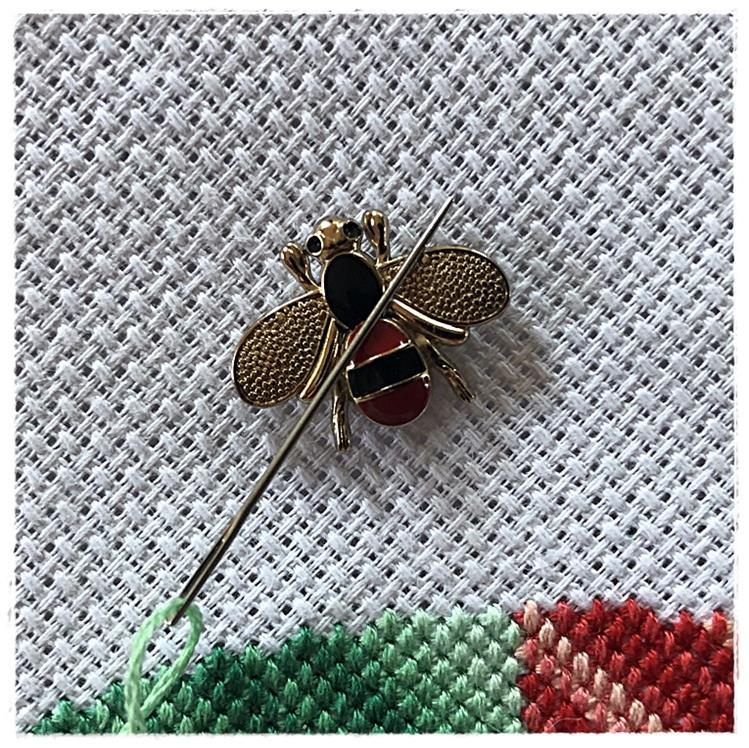 Magnetic Needle Minder Gold Bee