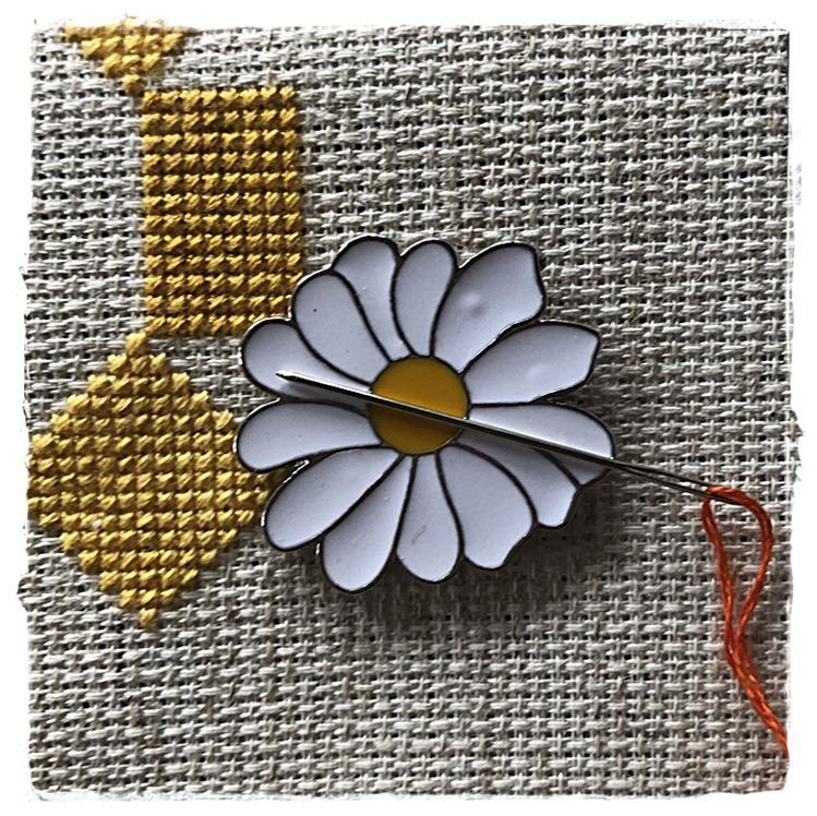 Magnetic Needle Minder Daisy