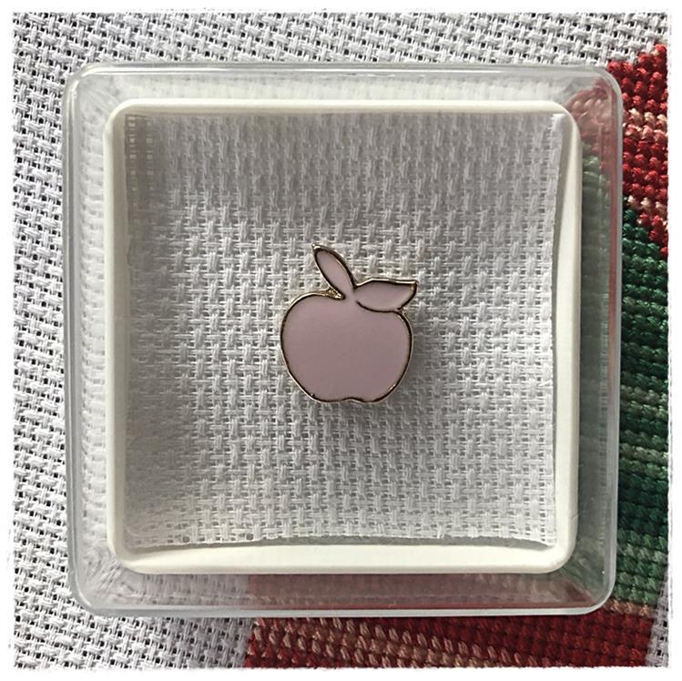 Magnetic Needle Minder Pink Apple
